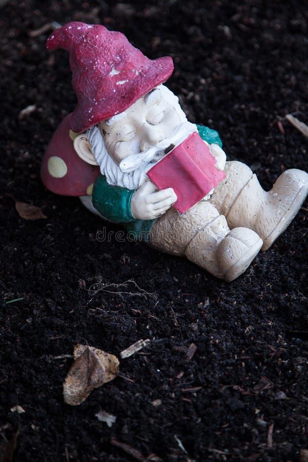 Gartenzwerg lizenzfreie stockbilder