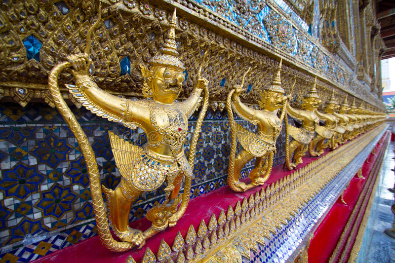 Garuda в виске Таиланде стоковая фотография rf
