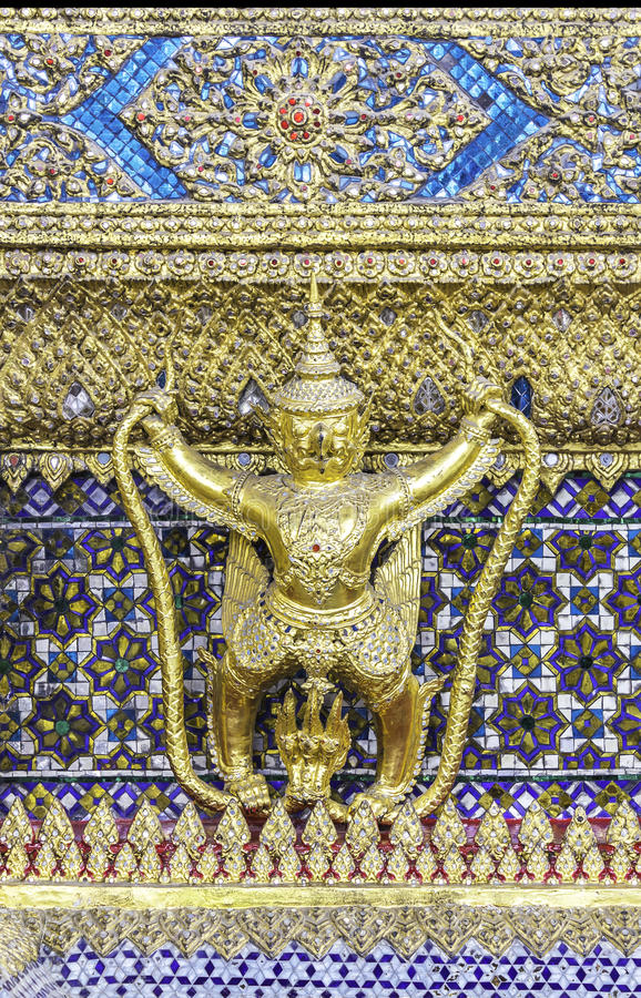 garuda золотистое стоковые изображения rf
