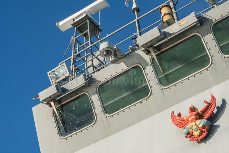 Garuda lub Tajlandzki mityczny ptasi emblemat na moscie statek wojenny obraz royalty free
