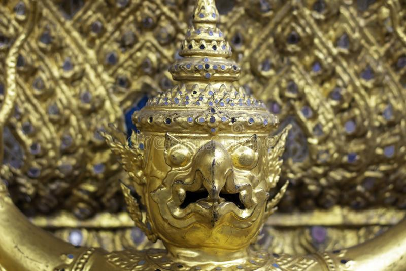 Garuda op de muur in Wat Phra Kaew of naam officieel als Wat Phra Si Rattana Satsadaram royalty-vrije stock afbeeldingen