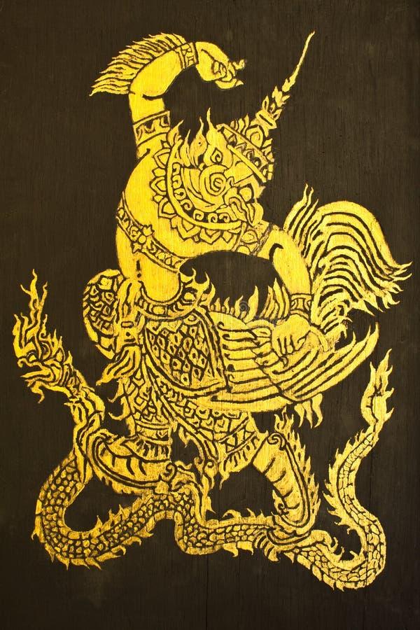 Garuda toma al rey de la serpiente imagen de archivo