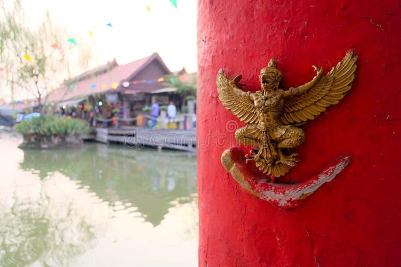 Garudastandbeeld Opgezet op de muur stock afbeelding