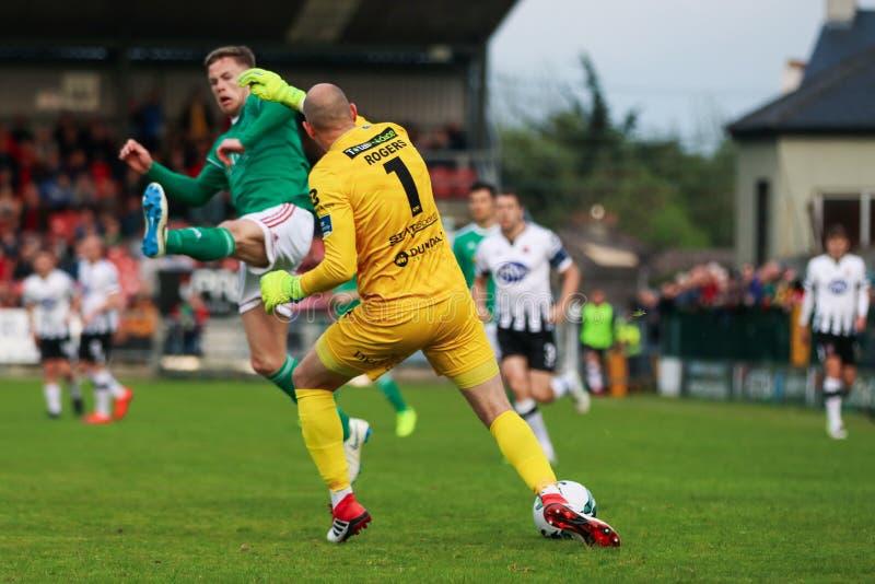 Gary Rodgers durante Cork City FC contra el partido de Dundalk FC en los torneros cruzados para la liga de primero ministro Divis fotos de archivo libres de regalías