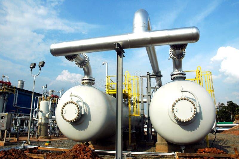 Download Gas installationsbehållare arkivfoto. Bild av raffinaderi - 987974