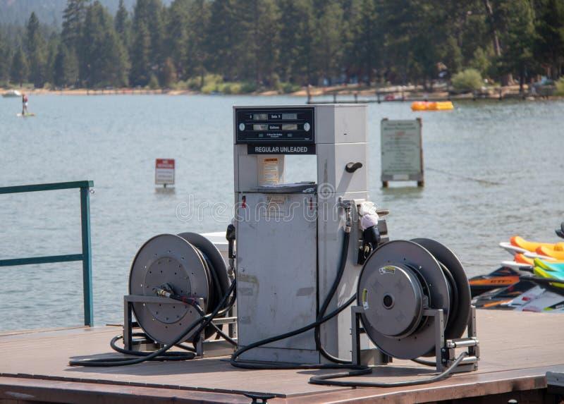 Gas-Pumpe am Lake- Tahoejachthafen lizenzfreies stockbild