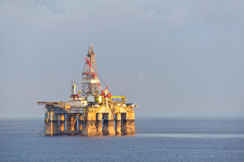 Gas- u. Ölplattform stockfotos