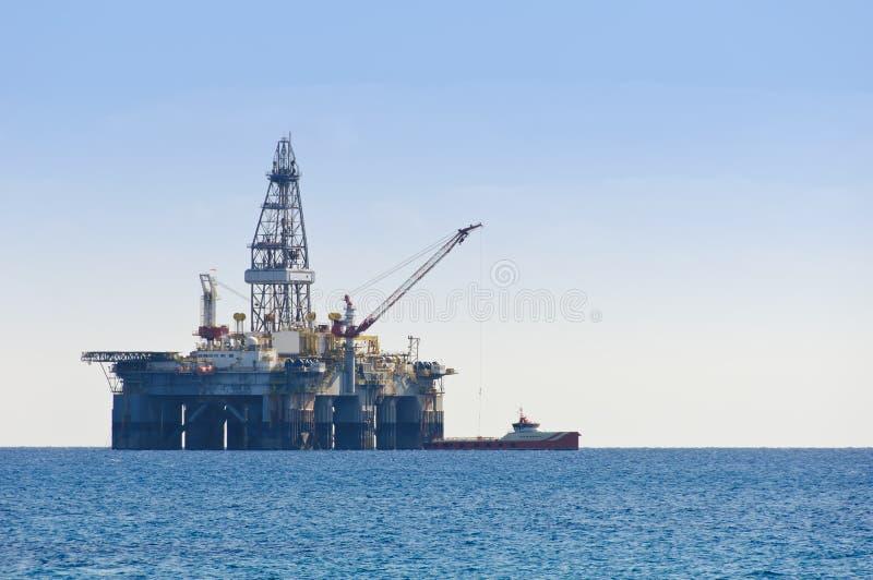 Gas y plataforma petrolera imagen de archivo