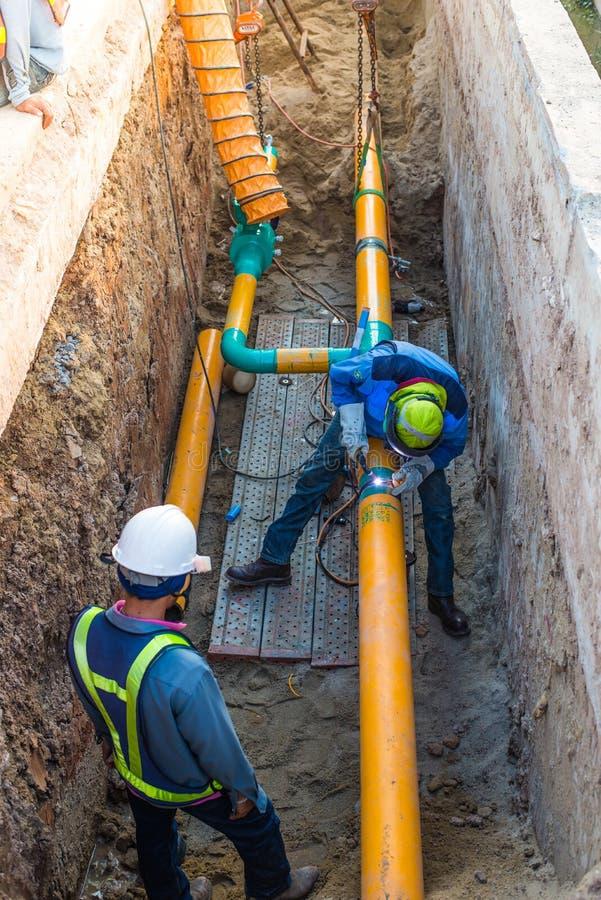 Gasdotto funzionante della costruzione immagine stock
