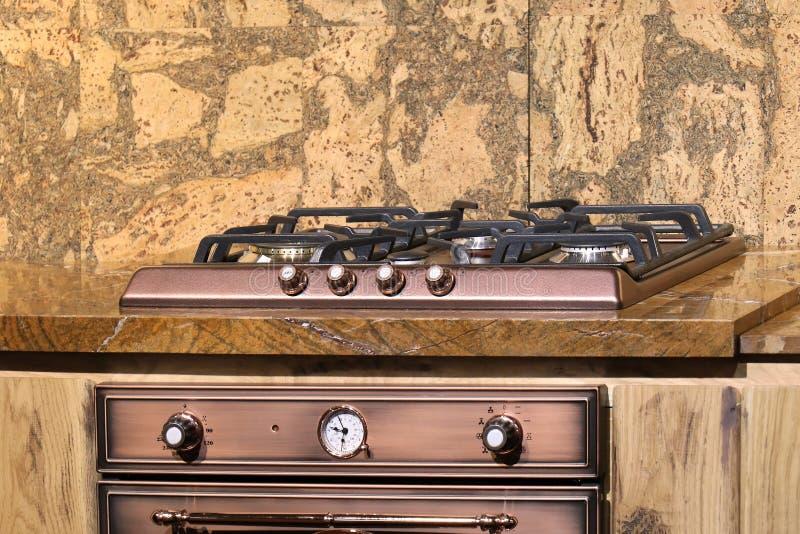 Gasfornuisbovenkant in keuken stock fotografie