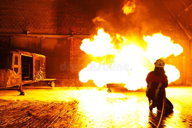 gasi pożarniczego strażaka zdjęcie royalty free