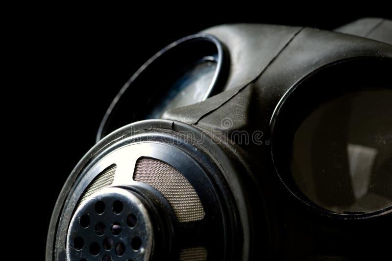 Gasmaske auf Schwarzem lizenzfreies stockfoto