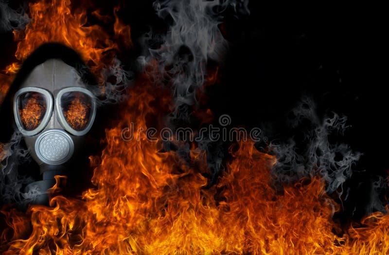 Gasmaske mit Feuer stockbilder