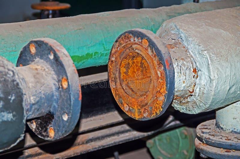 Gasoduto antigo no porão imagens de stock royalty free