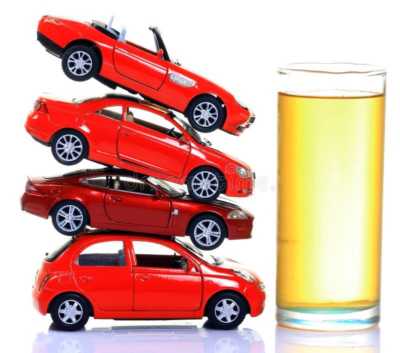 Gasolina y coches foto de archivo