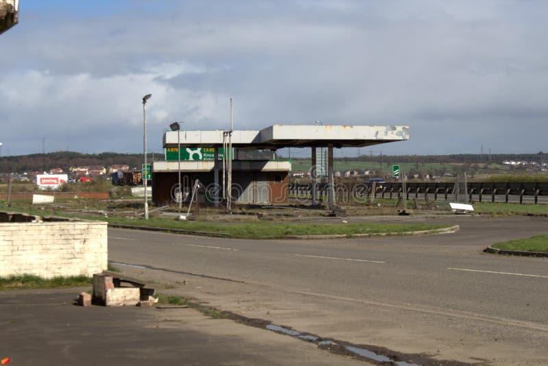 Gasolinera abandonada exploración urbana imagen de archivo
