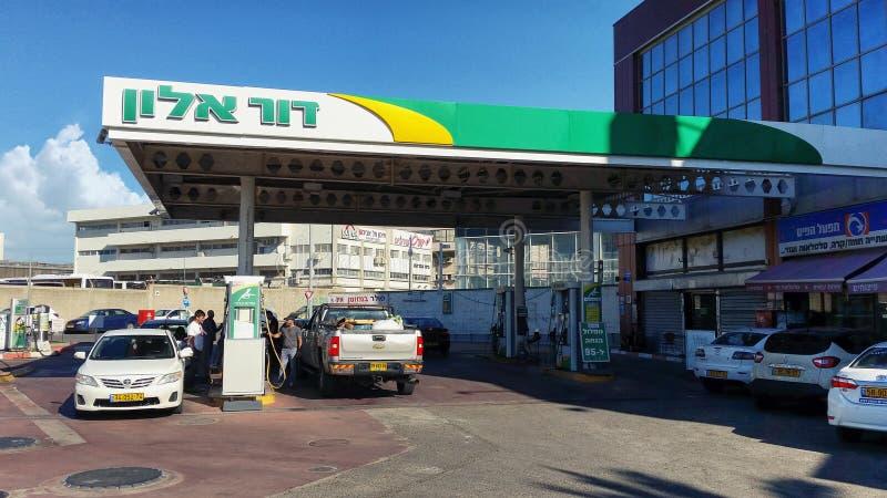 Gasolinera de Dukhifat en Rishon LeZion imagenes de archivo