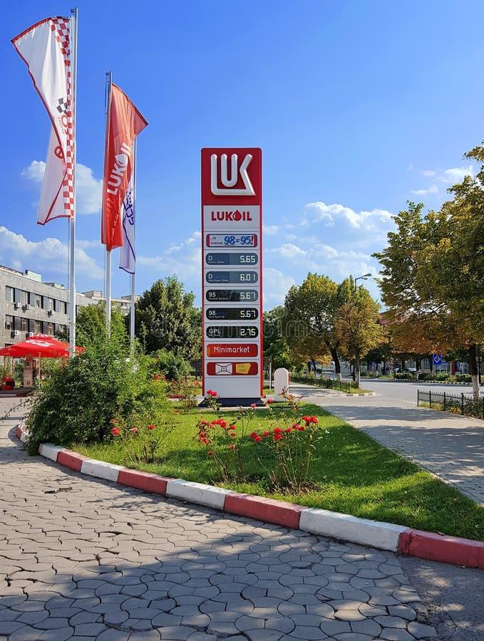 Gasolinera de Lukoil en Rumania imagen de archivo libre de regalías