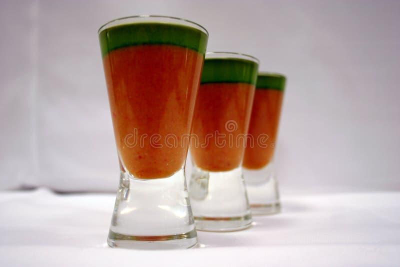 Gaspacho et huile de basilic 4 photos libres de droits