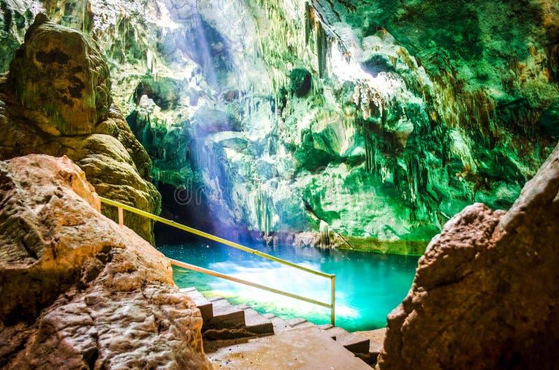 Gaspasree-Höhlen lizenzfreies stockbild