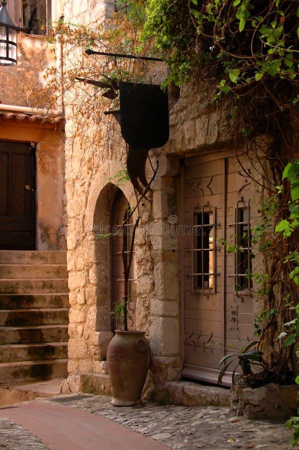 Gasse in einem alten Dorf lizenzfreie stockfotos