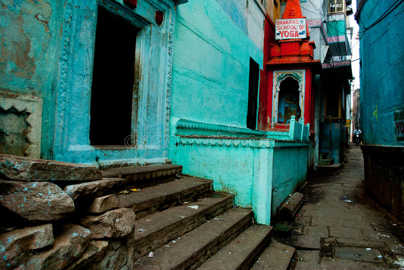 Gasse in Varanasi lizenzfreie stockfotografie