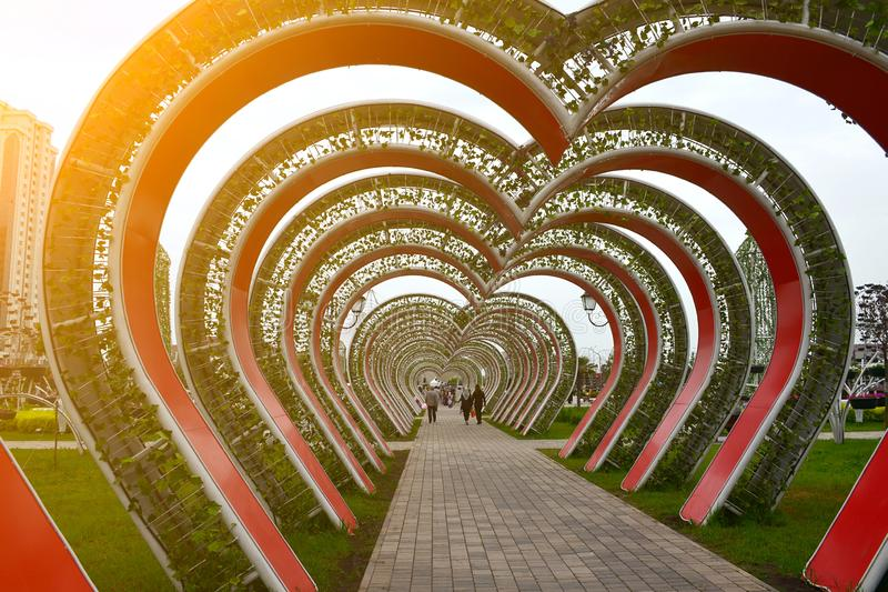 Gasse von Herzen im Blumen-Park Grosny, Tschetschenien, Russland stockbild