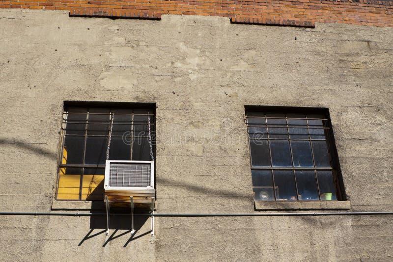 Gasse Windows lizenzfreie stockfotos