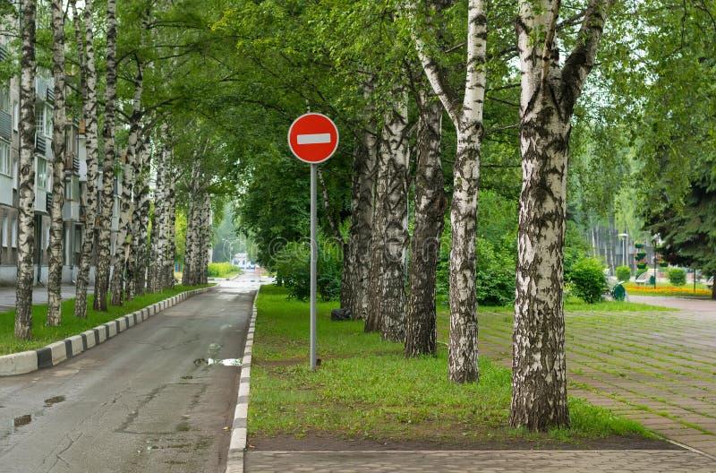 Gasse, Wohngebiet Stoppen Sie, Durchgang wird verboten lizenzfreie stockfotografie