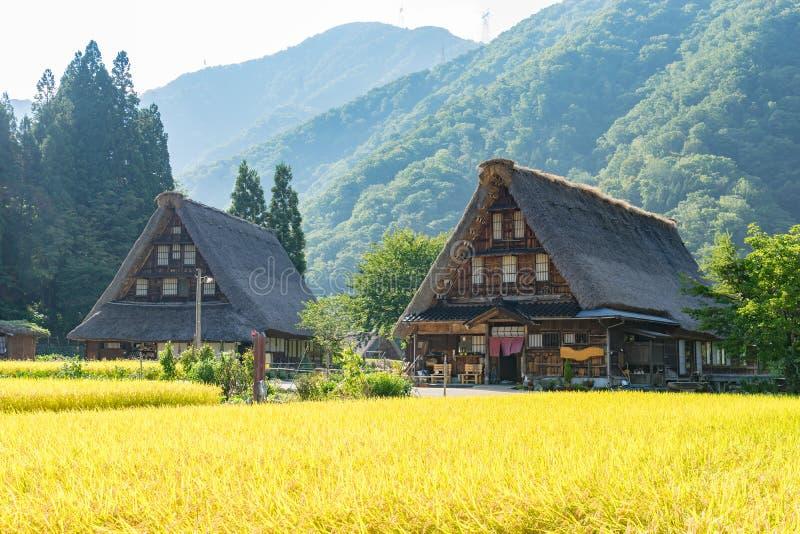 Gassho Zukuri (Gassho-stil) hus i Gokayama arkivfoto