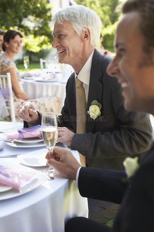 Gasten in Huwelijksontvangst royalty-vrije stock afbeeldingen