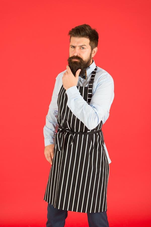 Gastfreundschaftspersonal muss vielseitige und fähige Arbeit in allen Bereichen sein Reifer Kellner Warten auf den ersten Kunden  lizenzfreies stockbild
