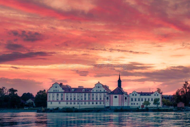 Gasthaus-Schloss Neuhaus morgens stockfoto