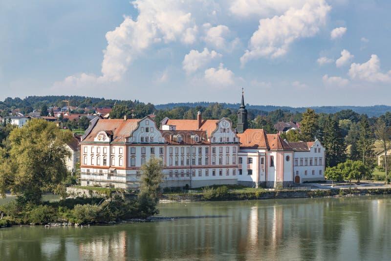 Gasthaus Schloss Neuhaus morgens lizenzfreie stockbilder