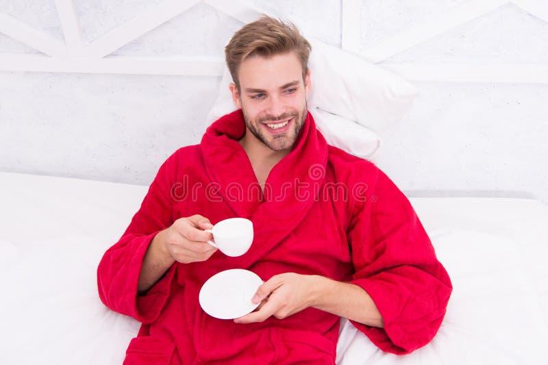 Gastronomische espresso Geniet ochtend van koffie Gelukkige ochtend Knappe de ochtendkoffie van de mensendrank gelukkige gebaarde royalty-vrije stock foto