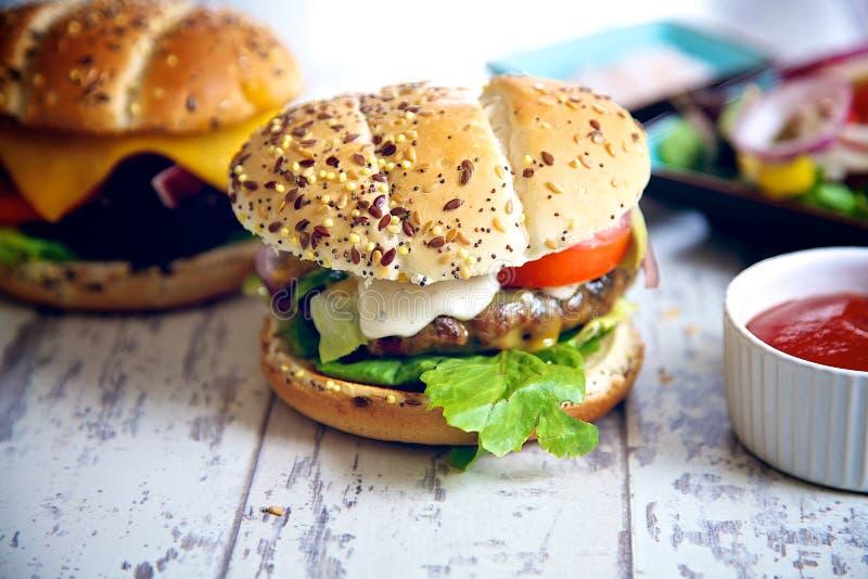 Gastronomische hamburger royalty-vrije stock foto's