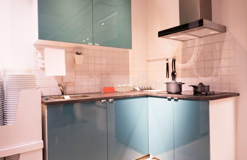 Gastronomische nieuwe keukeneigenschappen Modern keukenbinnenland royalty-vrije stock afbeelding
