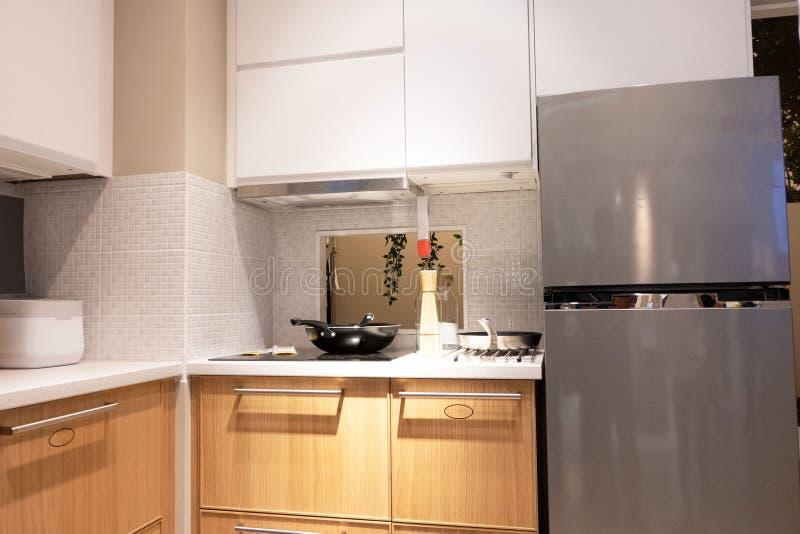Gastronomische nieuwe keukeneigenschappen Modern keukenbinnenland royalty-vrije stock foto