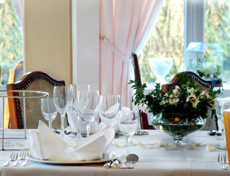 Download Gaststätte stockbild. Bild von cutlery, wein, fenster, stuhl - 44763