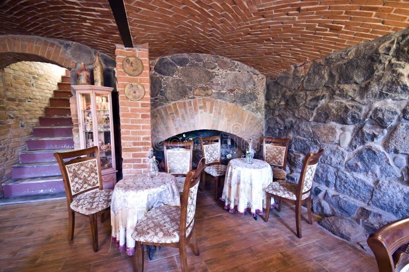 Gaststätte im Ziegelsteinkeller stockfoto
