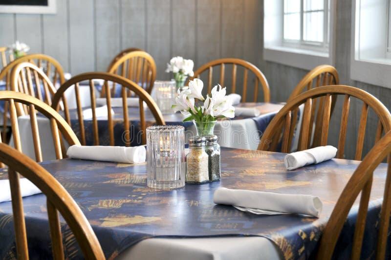 Gaststätte-Tabelle lizenzfreies stockfoto