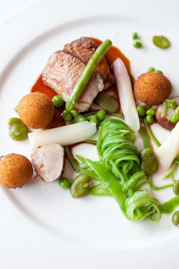 Gaststättemahlzeit mit Lamm lizenzfreie stockbilder