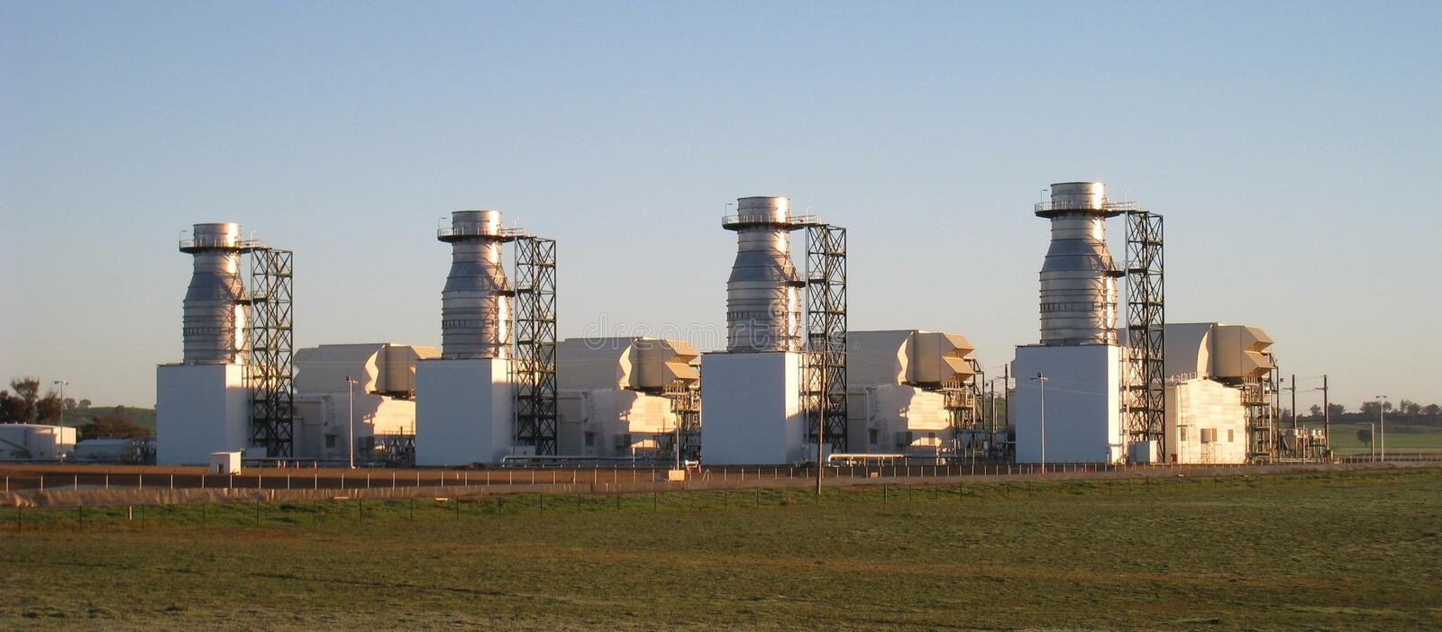 Gasturbine-Kraftwerk in der Morgensubvention stockbild