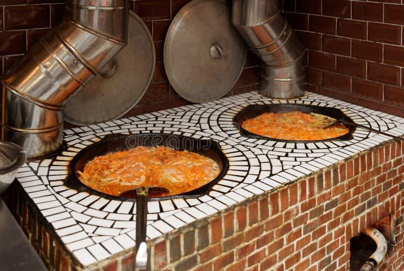 Gasugn i mitt - östlig kokkonstrestaurang royaltyfria bilder