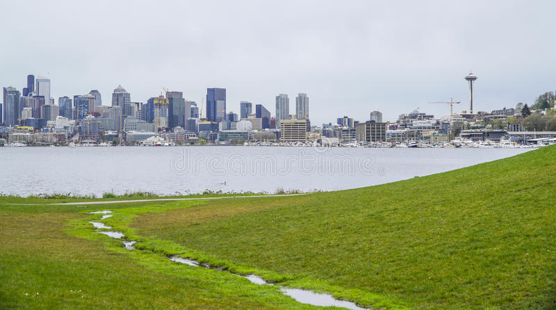 Gasworks Park and the skyline of Seattle - SEATTLE / WASHINGTON - APRIL 11, 2017. Gasworks Park and the skyline of Seattle royalty free stock images