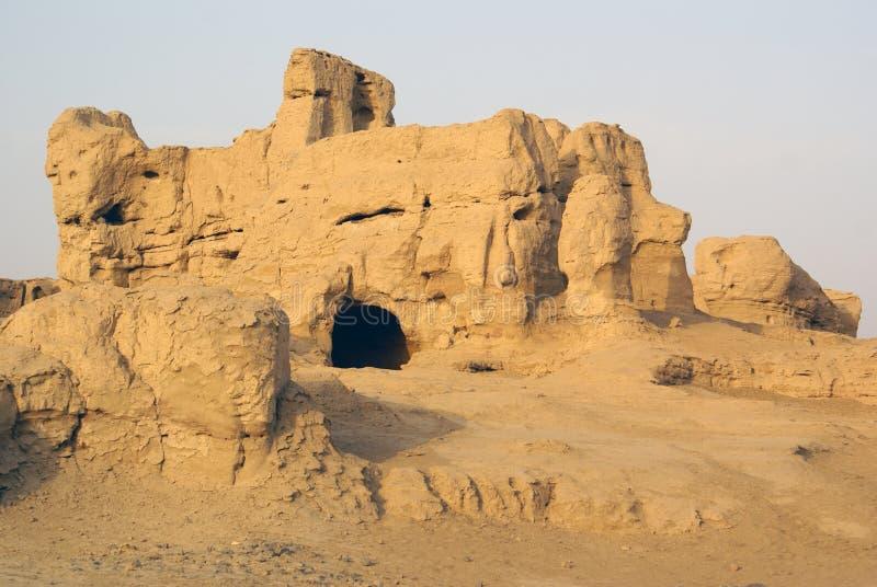 Gat in geruïneerd huis, Jiaohe, de weg van de Zijde, China royalty-vrije stock foto's