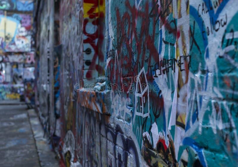 Gata Art Bombed Brick Wall 2 royaltyfri foto