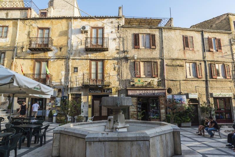 Gata av den gamla staden av Corleone i Sicilien, Italien royaltyfri bild