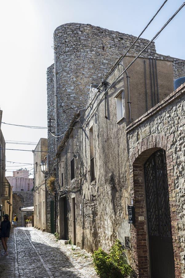 Gata av den gamla staden av Erice, Sicilien, Italien royaltyfri foto