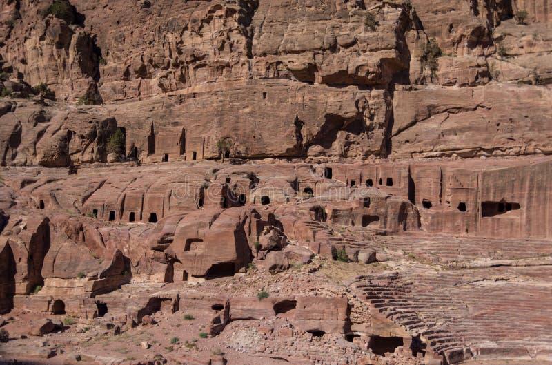 Gata av fasader, r Forntida stad av Petra, Jordanien Det är nu a arkivfoto